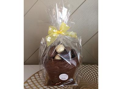 callebaut chocolade gevulde paaseitjes in mand